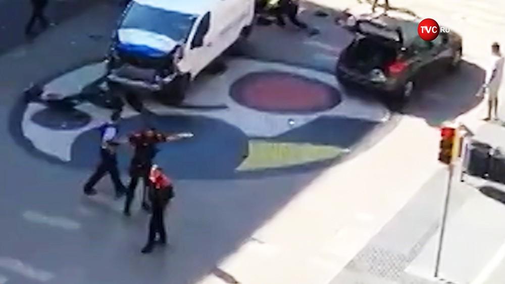 Наезд напешеходов вБарселоне назвали терактом