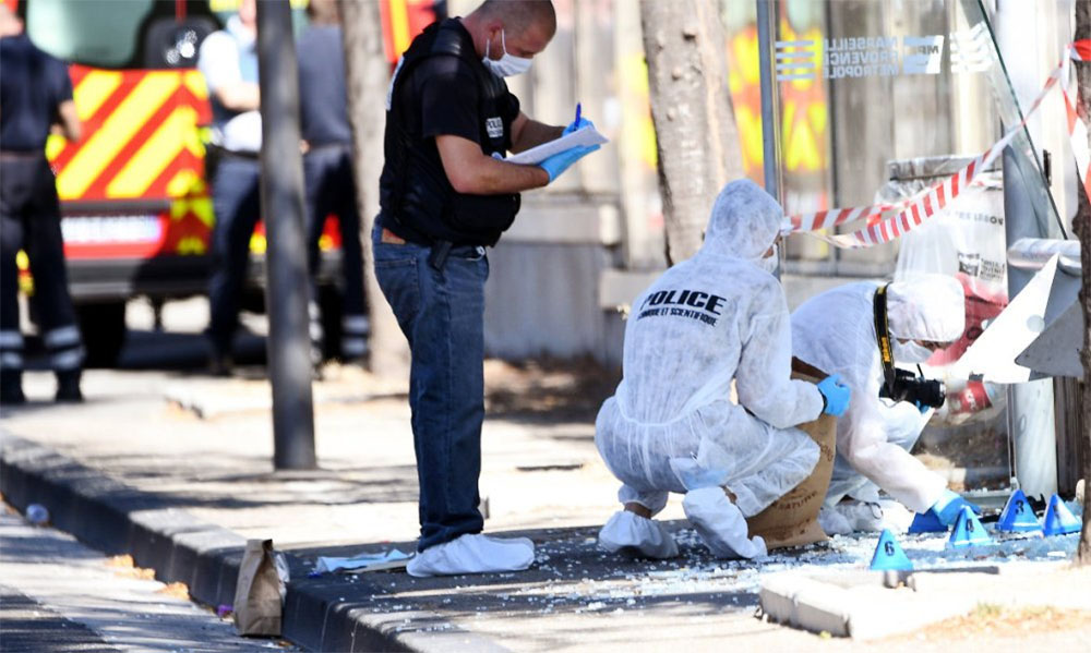 Полиция Франции на месте ДТП на автобусной остановки