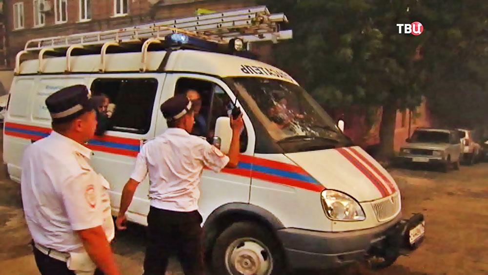 Спасатели МЧС и полиция