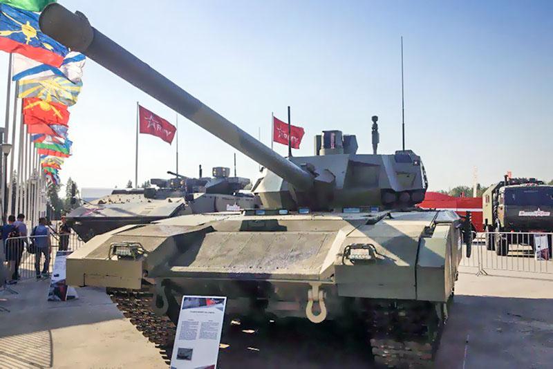 """Танк Т-14 """"Армата"""" на выставке военной техники"""