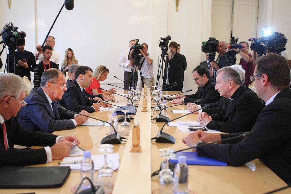 Глава МИД России Сергей Лавров и госсекретарь Ватикана Пьетро Паролин