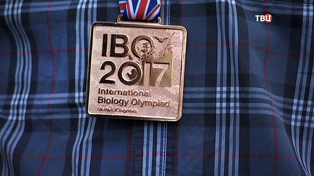 Медаль международной олимпиады по биологии в Великобритании