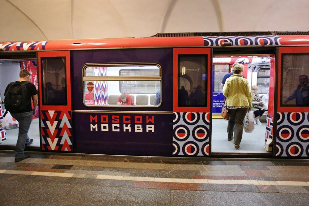 Вметро столицы запустили тематический поезд коДню города