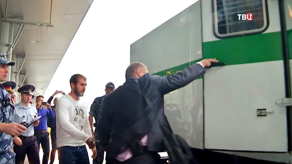 Виновник смертельного ДТП на Бауманской улице Александр Ломов под конвоем