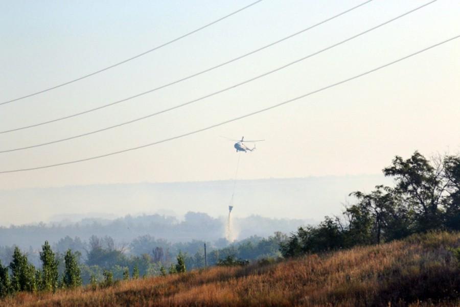 Вертолет МЧС России тушит лесные пожары