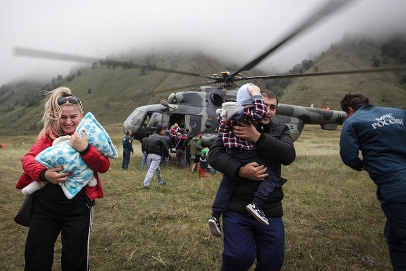 Эвакуация людей, пострадавших в результате схода селя в КБР