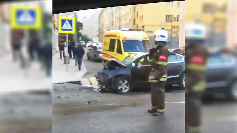 Люди пострадали встолкновении автобуса илегковушки вцентральной части Москвы