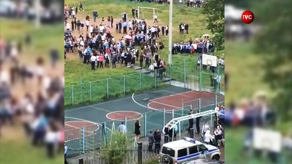 Эвакуация школы в Ивантеевке
