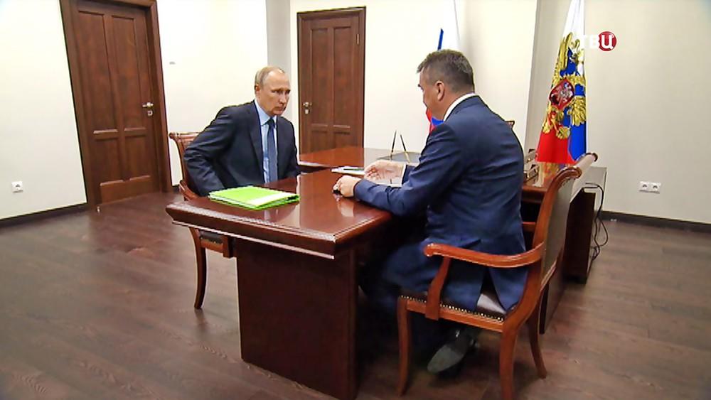 Президент России Владимир Путин и с губернатор Приморского Края Владимир Миклушевский