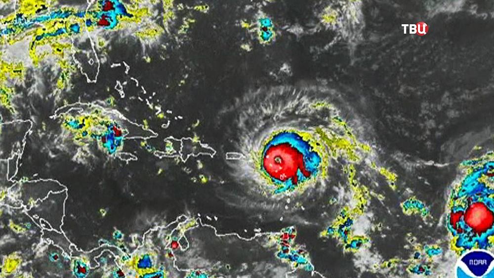 Снимок урагана из космоса