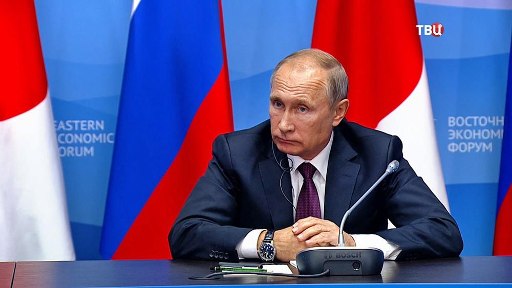 Президент России Владимир Путин на встрече с премьер-министр Японии