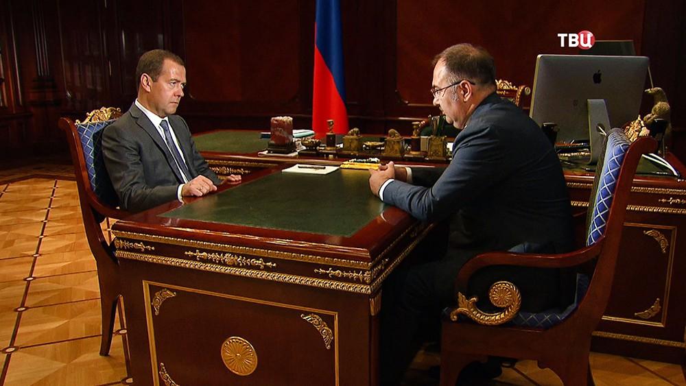 Председатель правительства РФ Дмитрий Медведев и председатель правления пенсионного фонда РФ Антон Дроздов