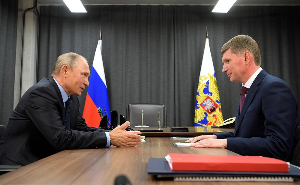 Президент России Владимир Путин и врио губернатора Пермского края Максим Решетников