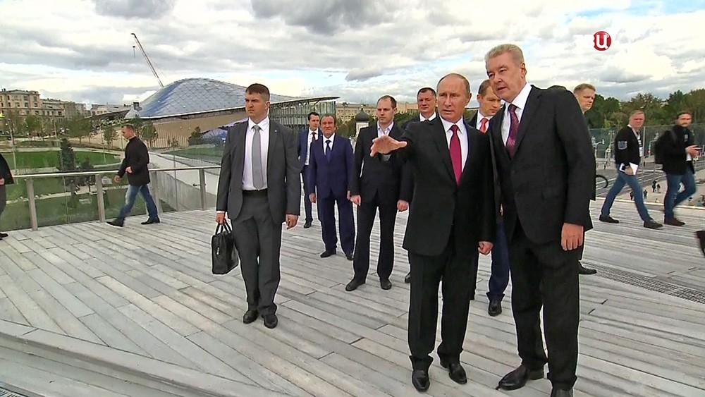 """Владимир Путин и Сергей Собянин осмотрели парк """"Зарядье"""""""
