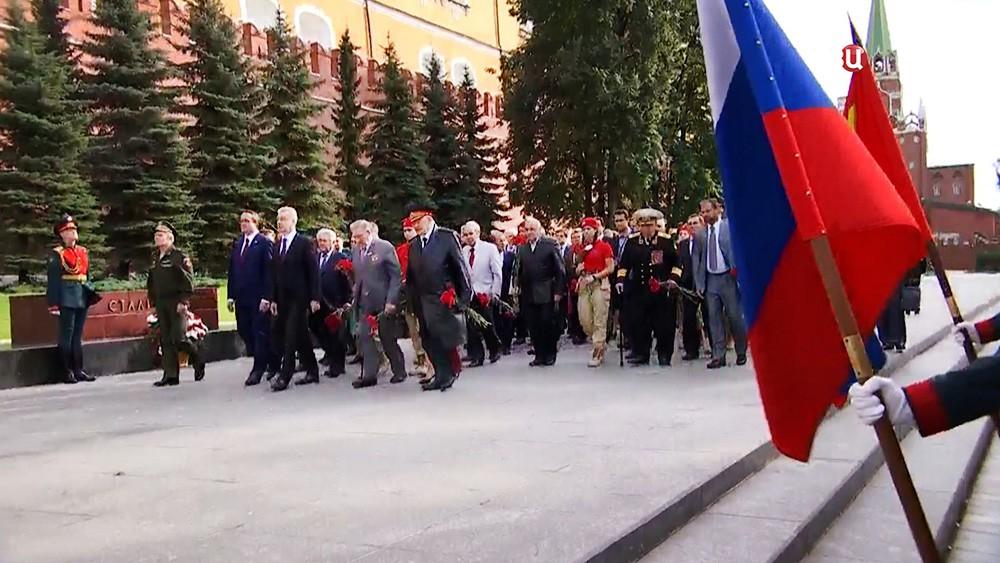 Сергей Собянин и ветераны в Александровском саду