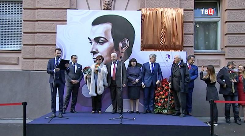 Открытие мемориальной доски Муслиму Магомаеву