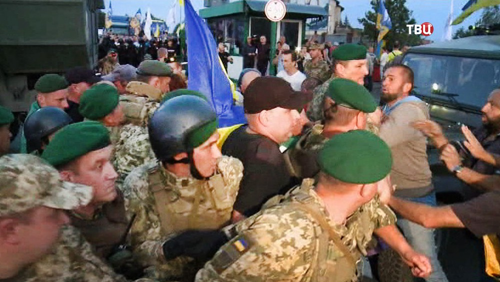 Сторонники Михаила Саакашвили устроили потасовку с пограничниками Украины