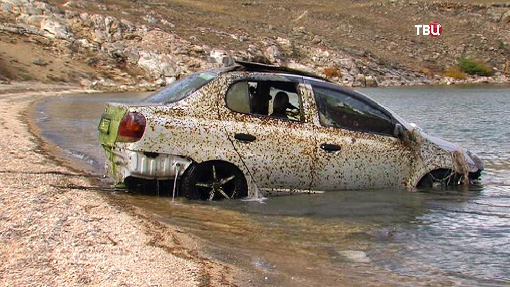 Поднятый со дна Байкала автомобиль
