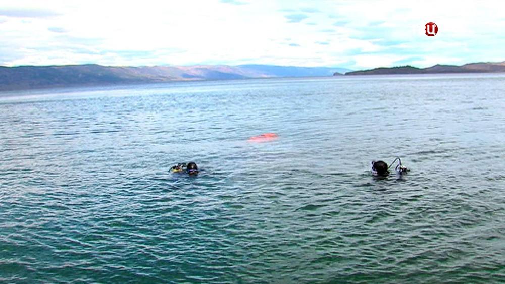 Аквалангисты на озере Байкал