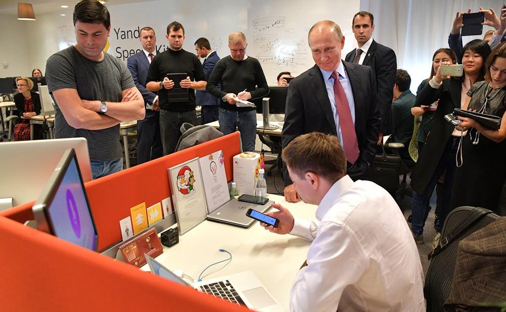 """Президент России Владимир Путин посетил IT-компанию """"Яндекс"""""""