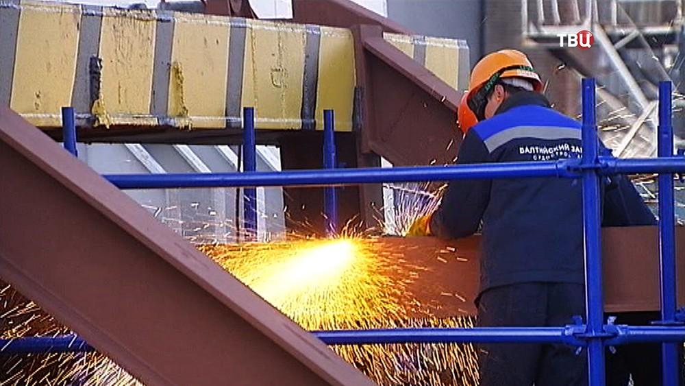 Рабочий Балтийского завода-судостроения