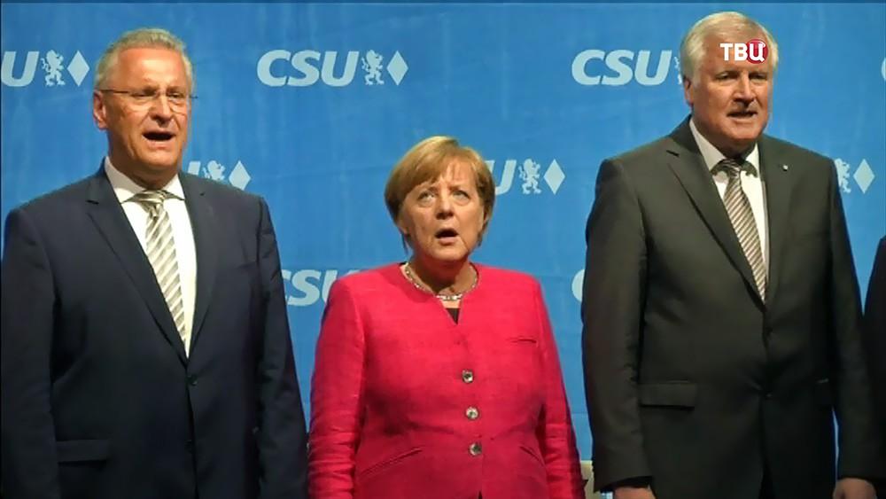 Ангела Меркель поет гимн Германии