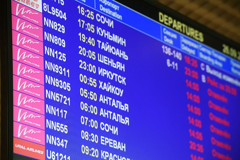 """Регистрационное табло в аэропорту """"Домодедово"""", где произошла отмена рейсов авиакомпании """"ВИМ-Авиа"""""""