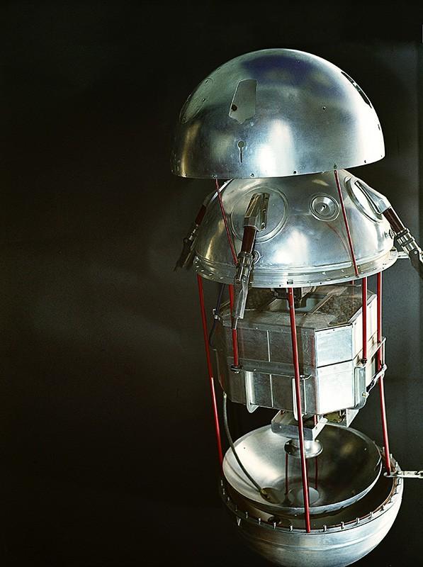 Первый искусственный спутник Земли в разобранном виде