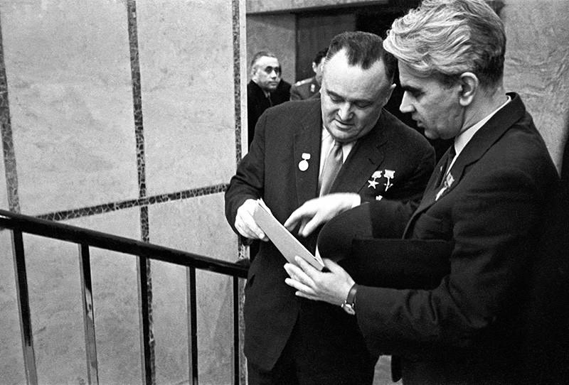 Главный конструктор Сергей Королев и Мстислав Келдыш (слева направо)