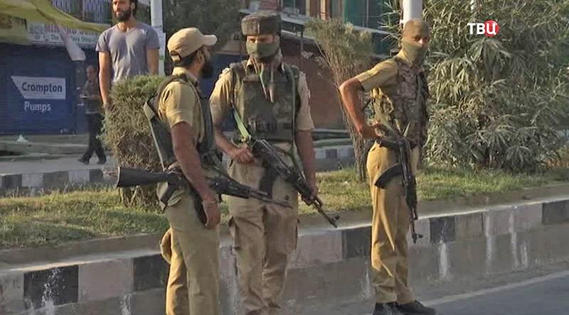Террористы атаковали военную базу вКашмире