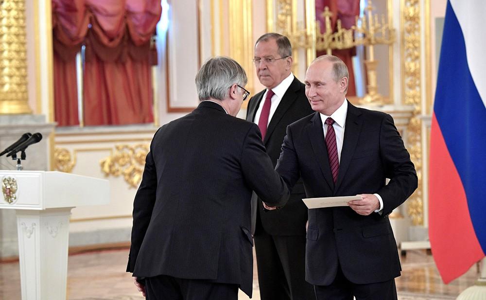 Верительную грамоту Президенту России вручает посол Испании Игнасио Ибаньес Рубио