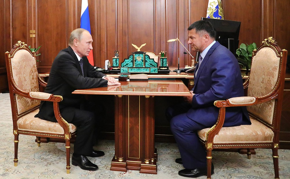 Президент России Владимир Путин и и.о. губернатора Приморского края Андрей Тарасенко