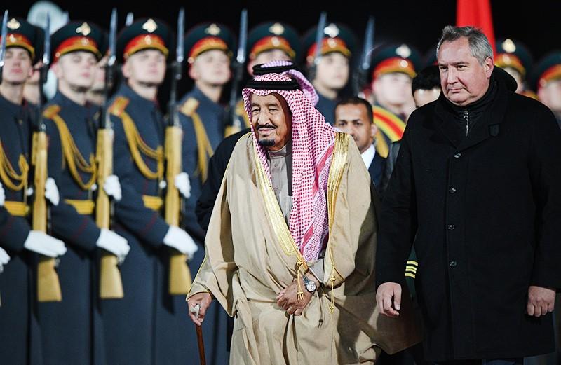 Король Саудовской Аравии Сальман Бен Абдель Азиз Аль Сауд и заместитель председателя правительства РФ Дмитрий Рогозин