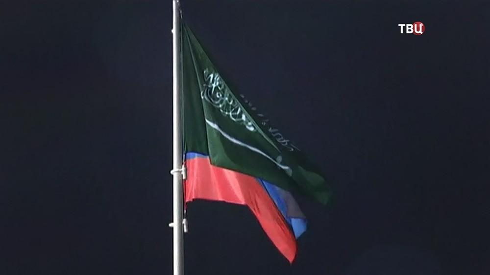 Флаги России и Саудовской Аравии