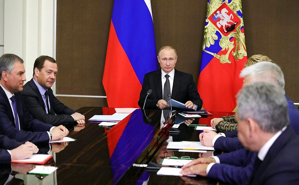 Путин обсудил с членами Совбеза РФ ситуацию в Сирии, подготовку саммитов СНГ и ЕАЭС