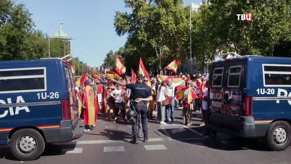 Полиция Испании на митинге