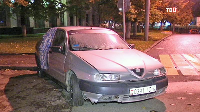 Машина на Овчинниковской набережной