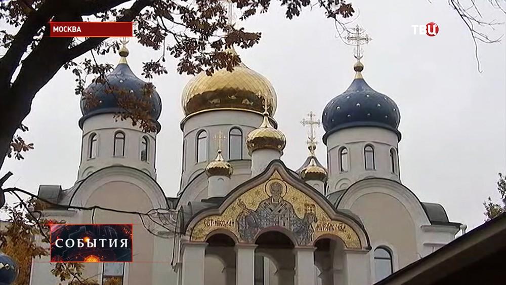 Владимир Ресин осмотрел строительство храма вБирюлеве Западном