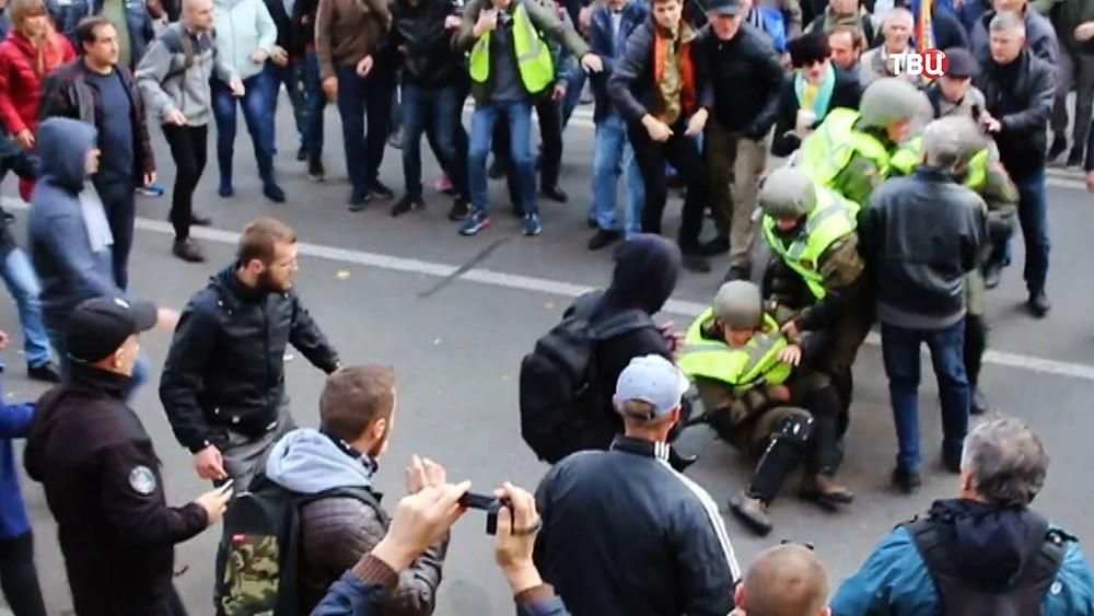 Уличные столкновения полиции Украины и митингующих