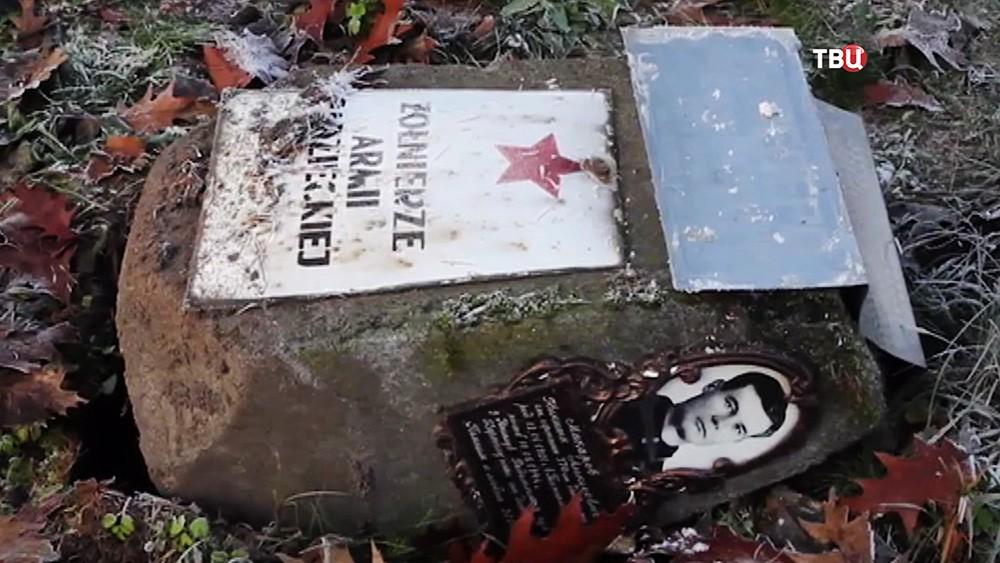 Снос надгробий советских воинов в Польше