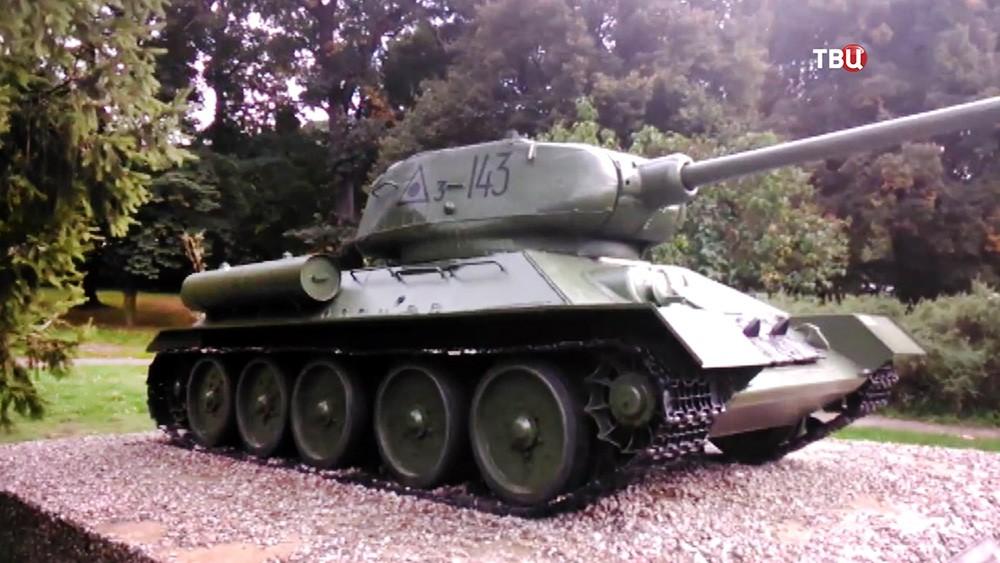 Воинский мемориал Танк Т-34 в Польше