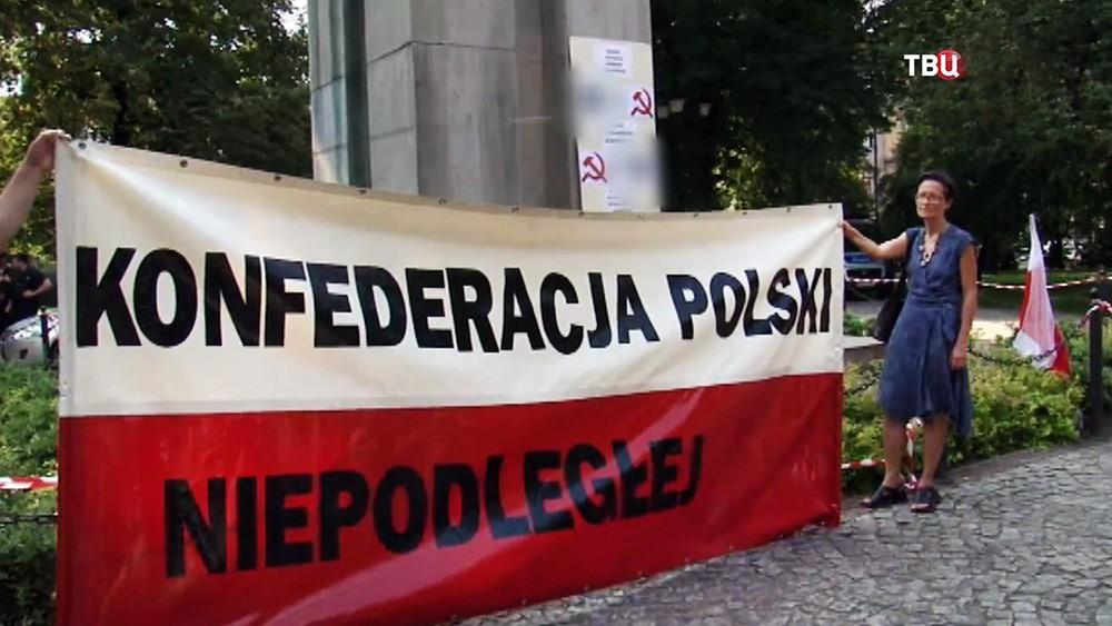 Протесты возле советских памятников в Польше