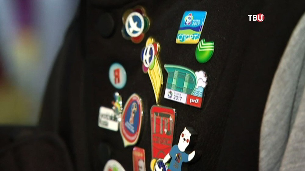 Сувенирные значки Фестиваля молодежи и студентов в Сочи