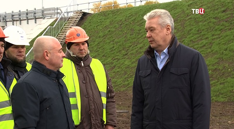 Сергей Собянин осматривает новый путепровод