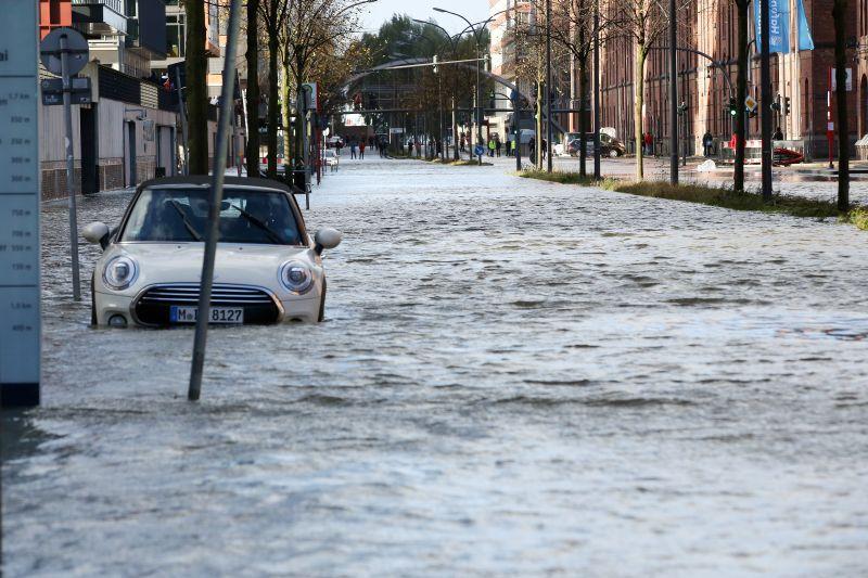 """Последствия урагана """"Герварт"""" в Гамбурге"""