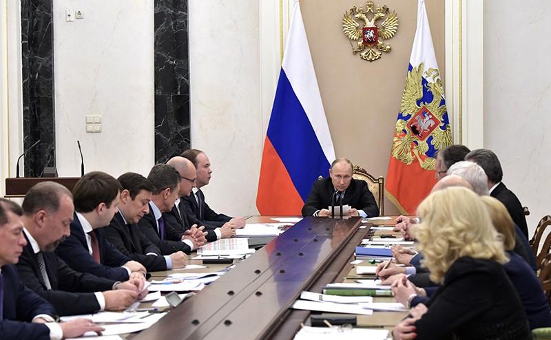 Владимир Путин на совещание с членами Правительства