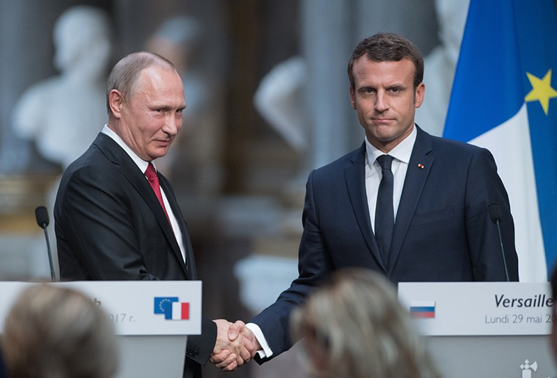 Президент РФ Владимир Путин и президент Франции Эммануэль Макрон