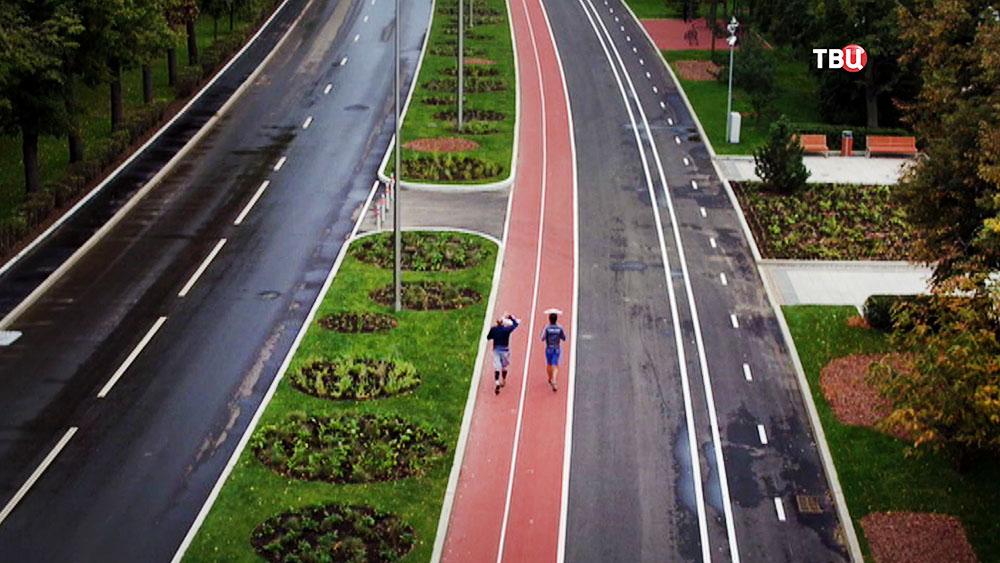 Беговая и велодорожка на Лужнецкой набережной