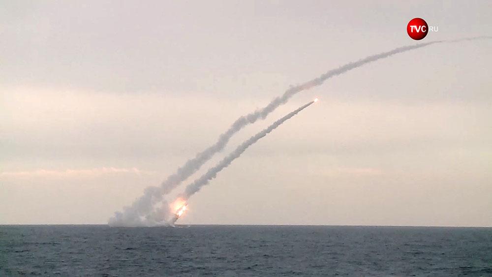 """Пуск ракет """"Калибр"""" с борта подводной лодки"""