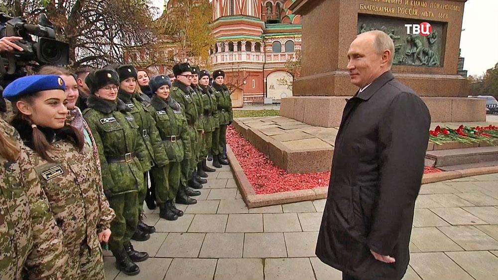 Владимир Путин общается с кадетами военных училищ